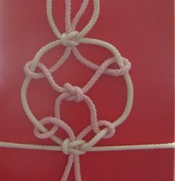 Японский узел для упаковки подарка