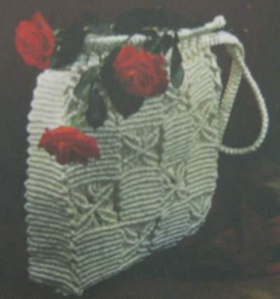 Белая сумка из синтетической пряжи. Макраме