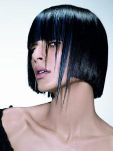 короткая женская стрижка с длинной челкой фото