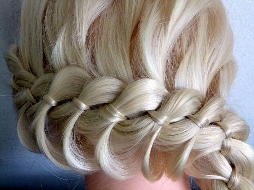 техника плетения косичек с бантиком пошагово в фото