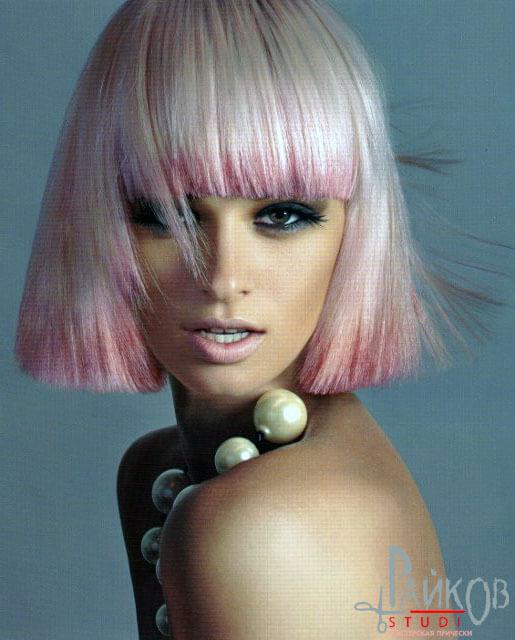 стрижка каре на бело-розовые волосы