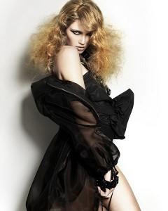 прически на длинные вьющиеся волосы