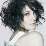 прическа на средне волосы
