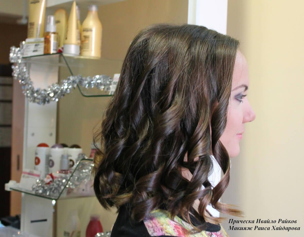 прическа на средние волосы фото