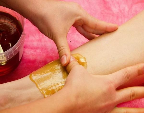 Как правильно наносить пасту для эпиляции на кожу
