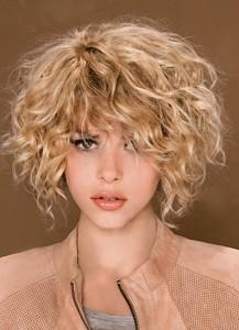 стрижка с челкой на короткие вьющиеся волосы
