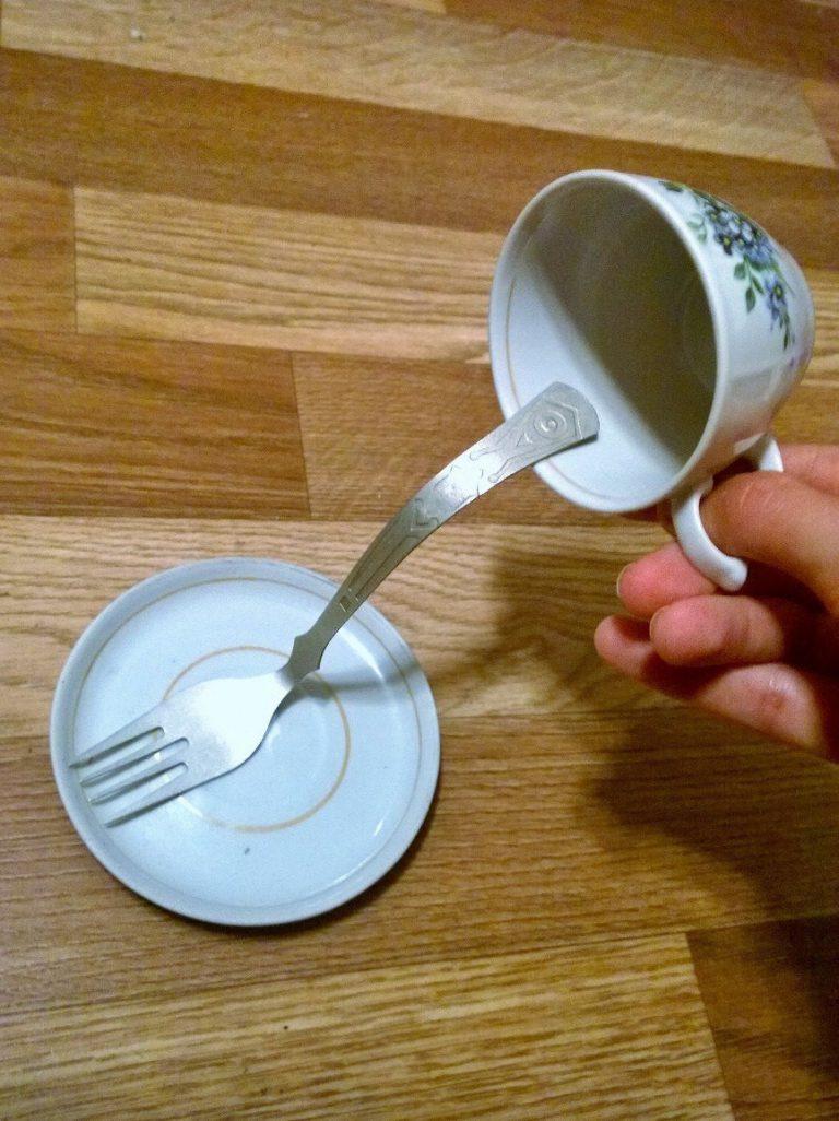 фото кружка вилка блюдце
