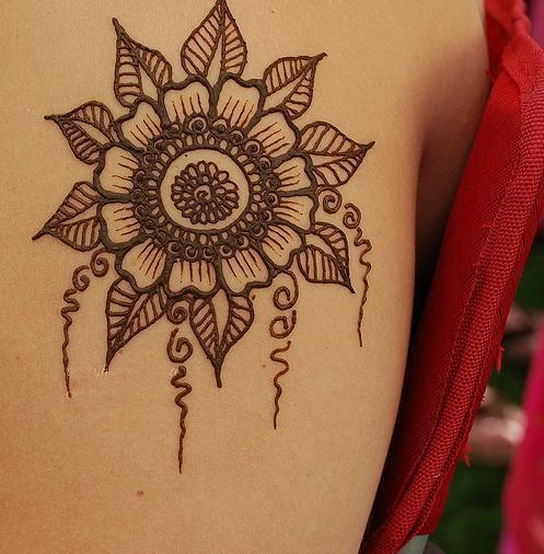 фото татуаж хной на спине