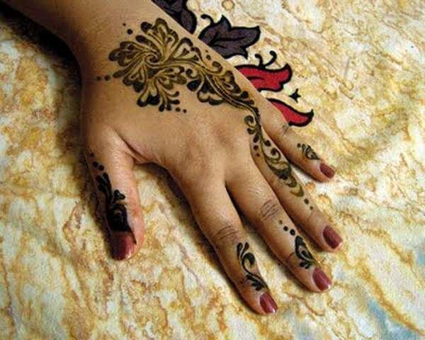 фото красивое мехенди на пальцах