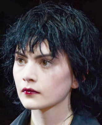 фото стрижек на вьющиеся волосы средней длины