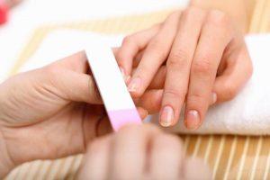 Фото придание формы ногтям