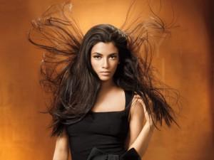 фотография наэлектризованных длинных волос