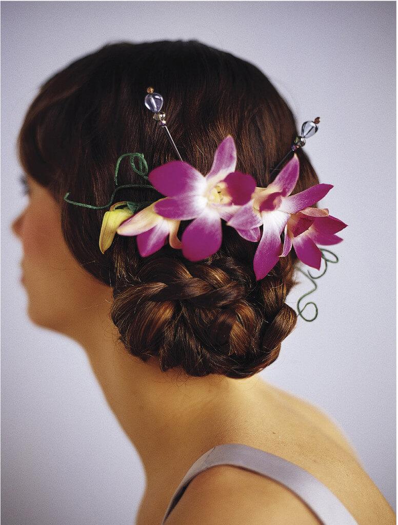 прически с орхидеями фото