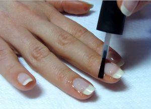 Фото покрытие ногтя базой