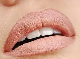 техника выполнения естественного макияж губ