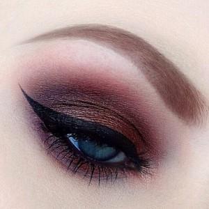 фиолетовый макияж для зеленых глаз