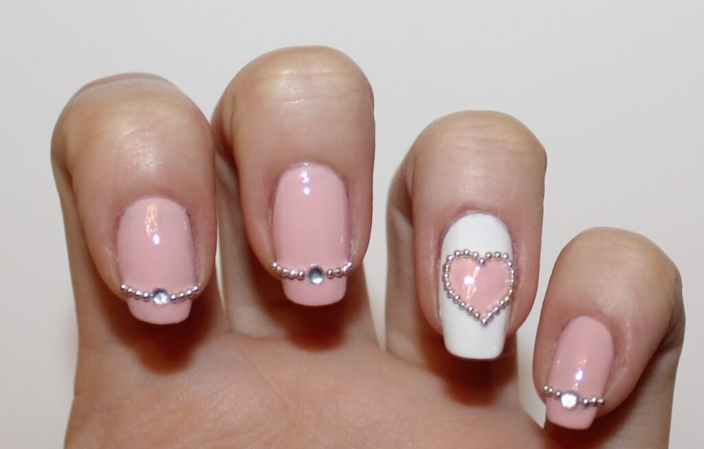 Дизайны с бульонками на ногтях
