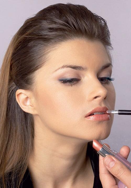 Процедура нанесения макияжа
