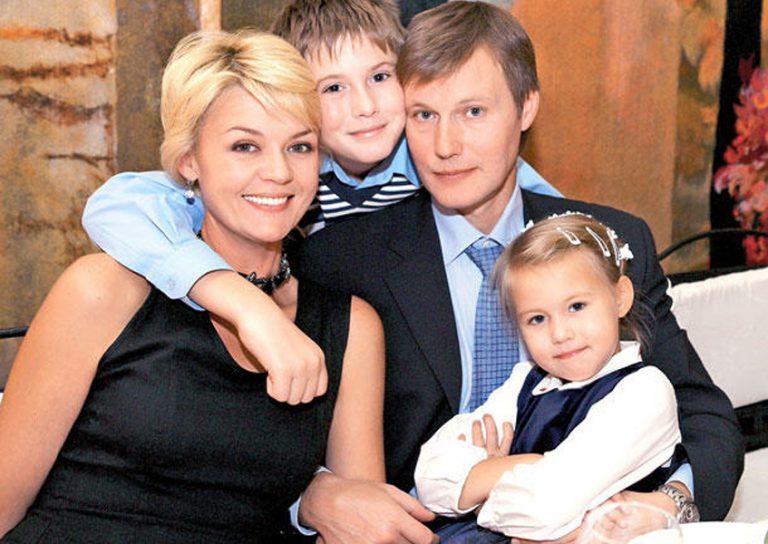 фото Юлия Меньшова и ее семья