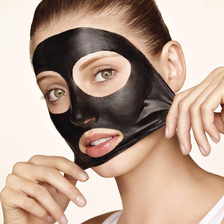 фото черной маски на лице