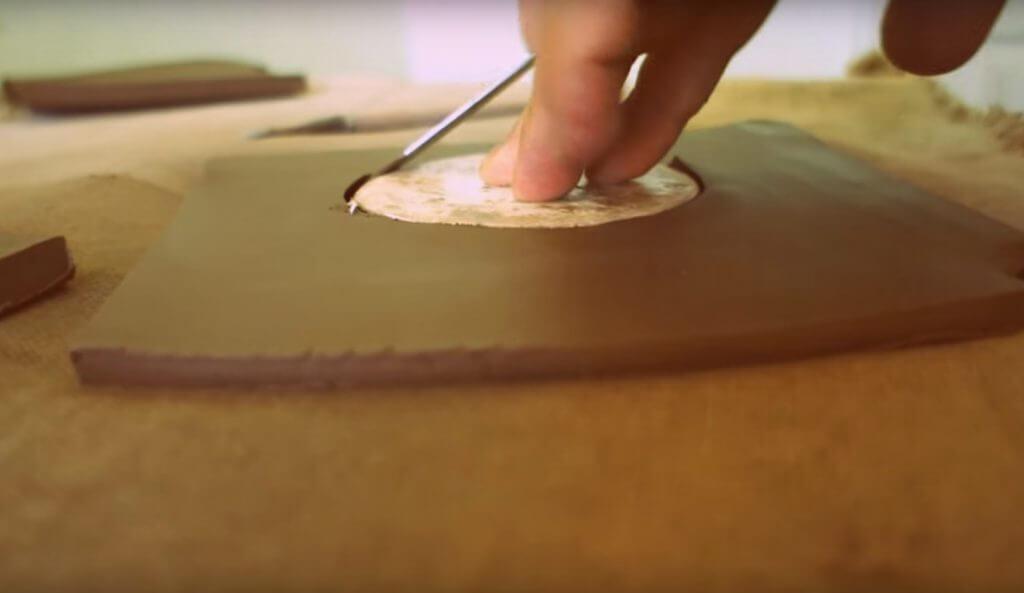 фото как сделать дно для цветочного горшка из глины