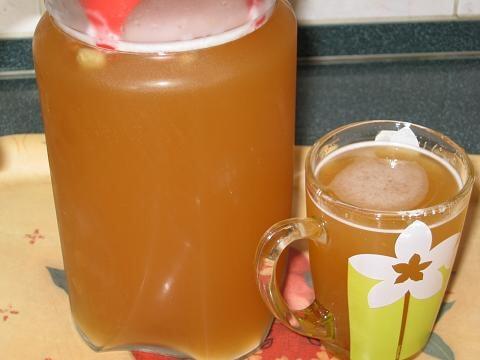 Фото напиток из пивных дрожжей с добавлением лимона