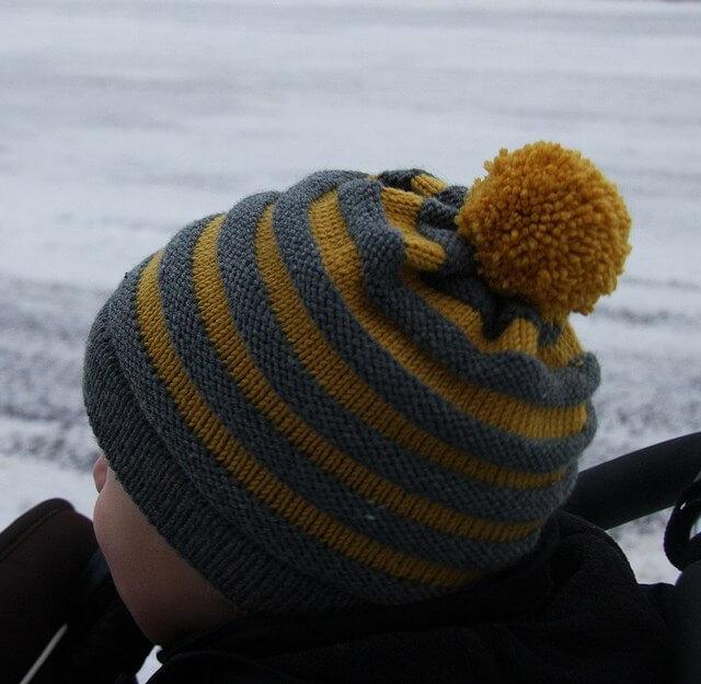 Фото простая шапка спицами на мальчика 3 лет и старше