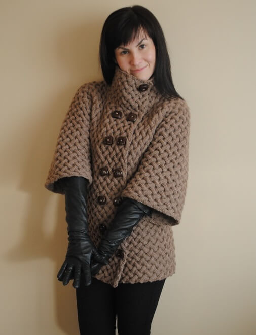 Фото вязаное спицами пальто с косами для женщин