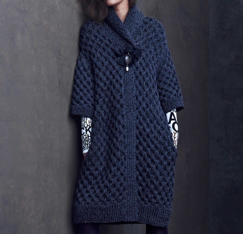 Фото пальто с фактурным узором по всему изделию