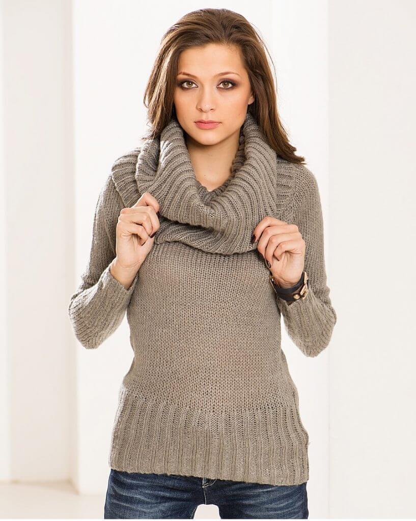 Фото модный пуловер с хомутом