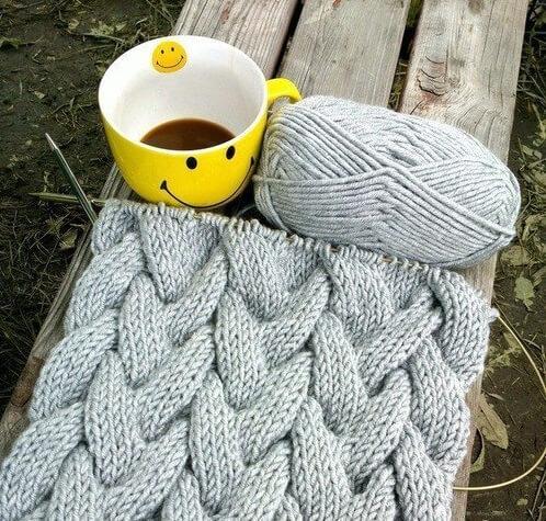 Фото вязанный спицами шарф с косами
