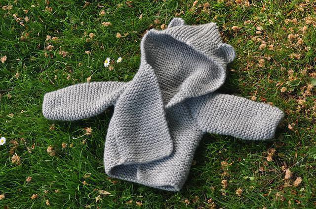 Фото пальто для девочки спицами платочной вязкой