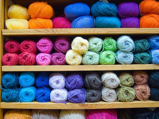 Фото правильный выбор пряжи для вязания на спицах для начинающих
