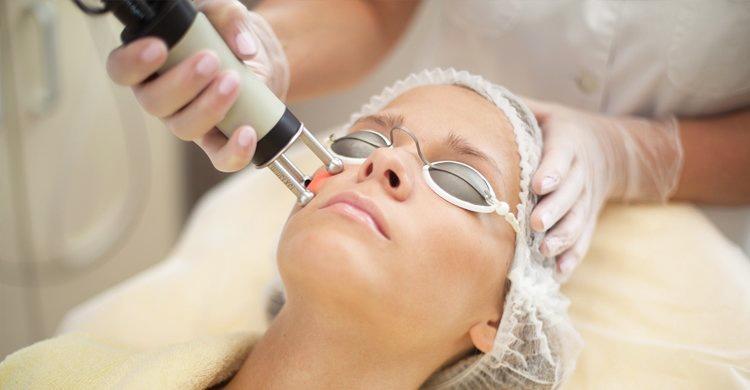 Процесс лазерного фотоомоложения кожи