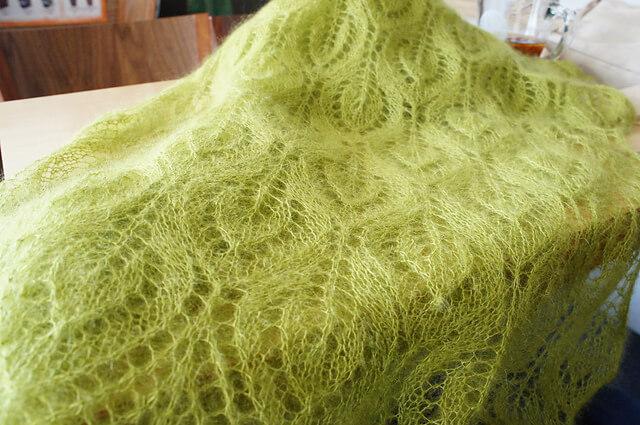 Фото ажурная шаль спицами листочки