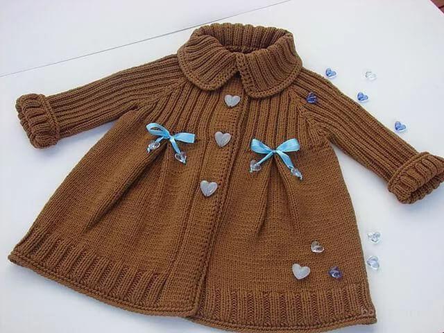 Фото пальто спицами для девочки 1 года со сборкой на кокетке
