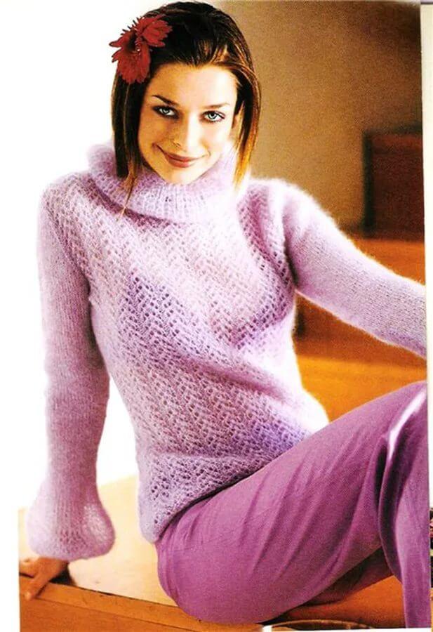 Фото мохеровый ажурный свитер, связанный спицами