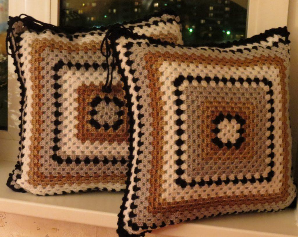 Декоративные подушки спицами своими руками 74