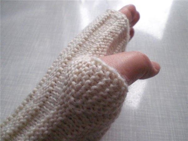 Фото вывязывание большого пальца на митенках