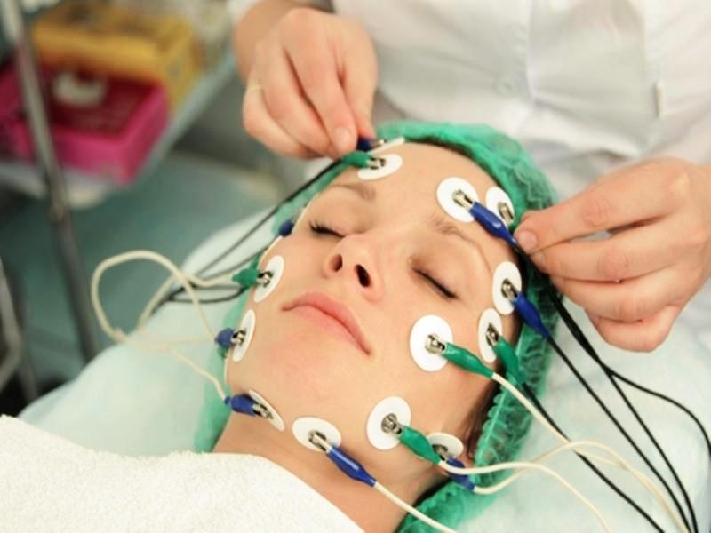 Процедура миостимуляции лица