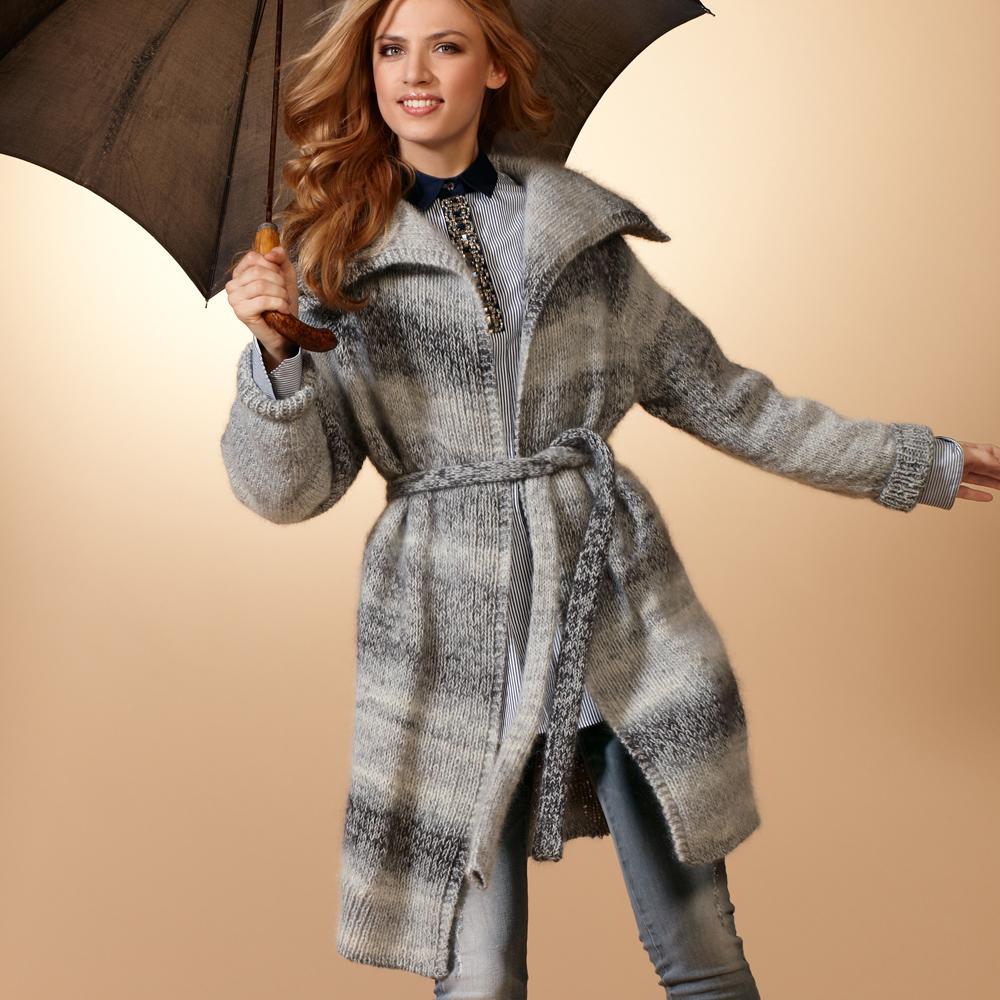 Фото модели вязаного пальто для фигуры песочные часы