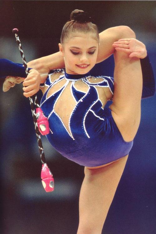 мировая гимнастка в юности