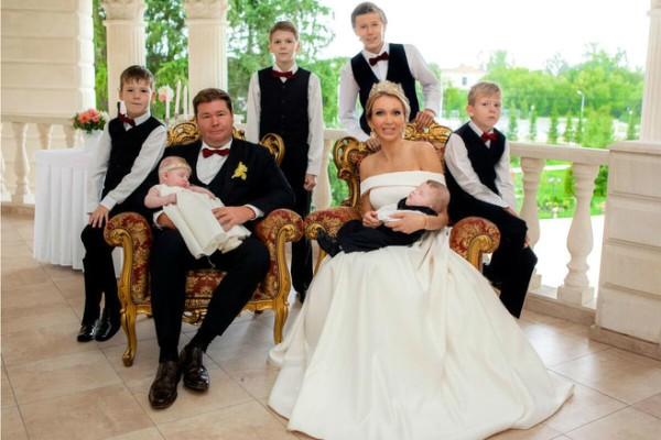 Машко с мужем и детьми