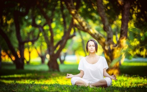 медитация на открытом воздухе