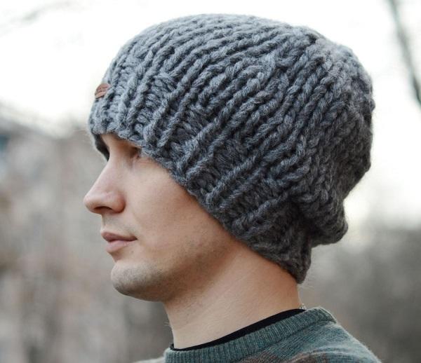 Мужская шапка из толстых ниток