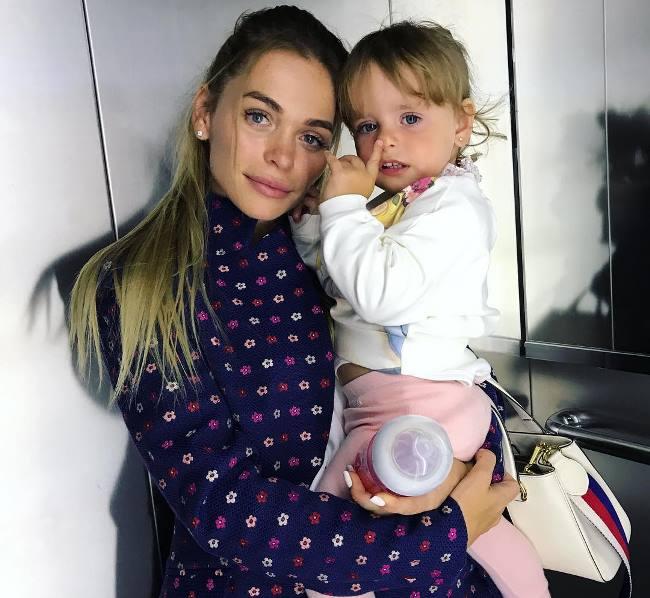 Анна с дочкой