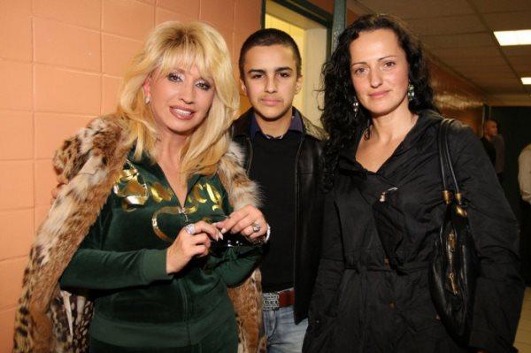 Ирина Аллегрова с дочерью и внуком