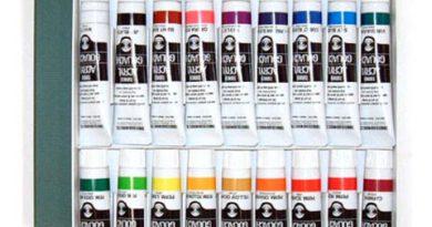 фото: акриловые краски в коробке