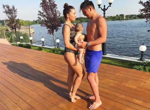 Анна Седокова с Анатолием Цоем и сыном Гектором