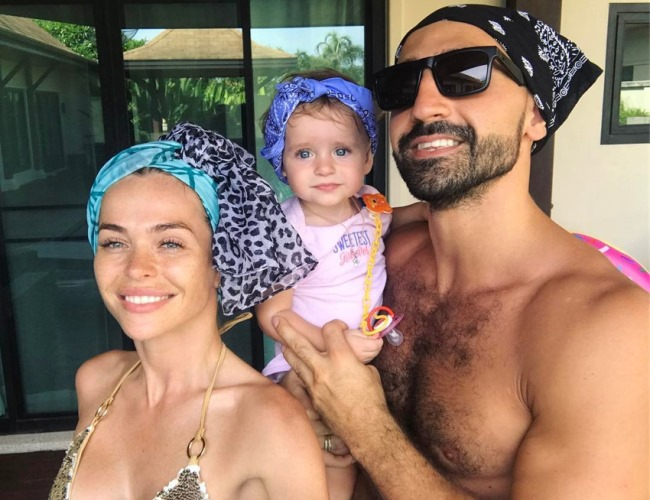 Анна с мужем и дочкой